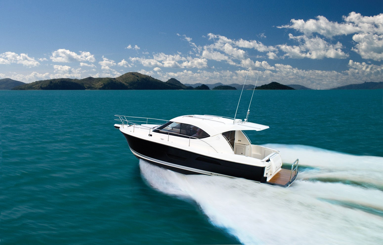 Riviera 3600 Sport Yacht for sale - running