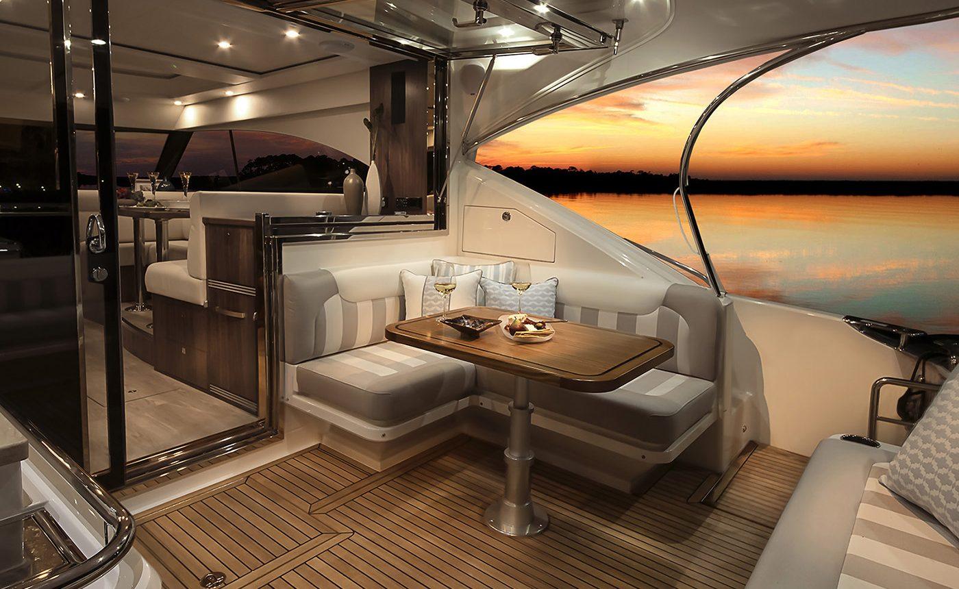 Riviera 4800 Sport Yacht - back deck