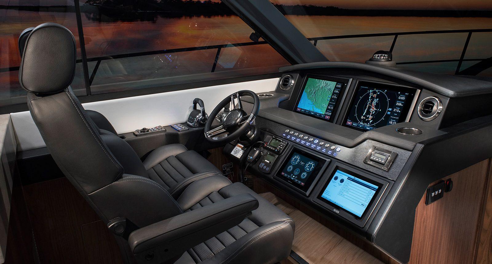 Riviera 4800 Sport Yacht - helm
