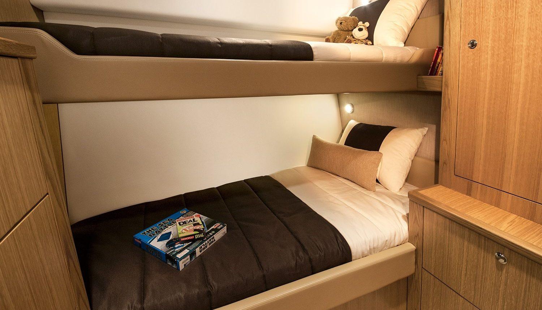 Riviera 57 Enclosed Flybridge - guest cabin