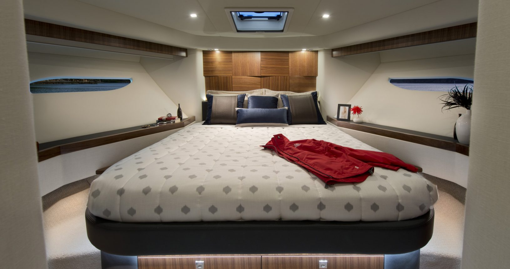 Riviera 6000 sports yacht for sale - VIP stateroom