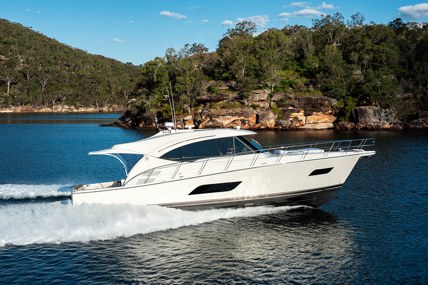 Riviera 525 SUV Yacht for Sale - running