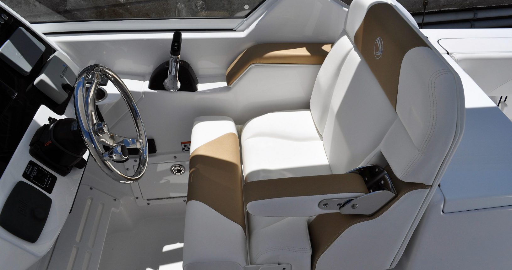 Edgewater 248CX for sale - helm seating