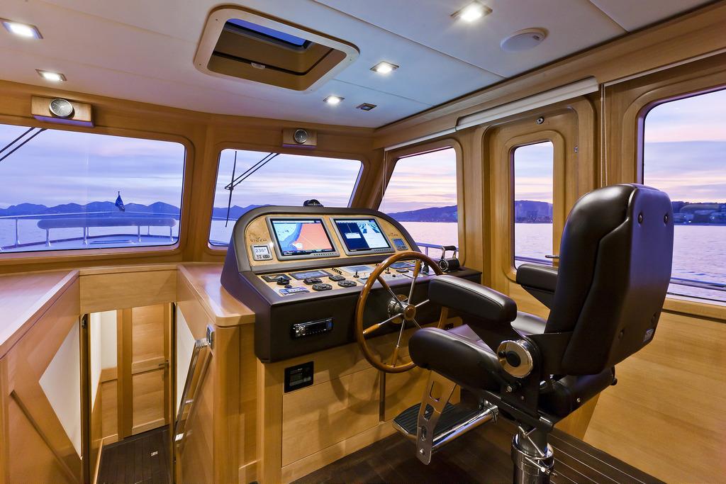 Vicem 82 Cruiser - helm