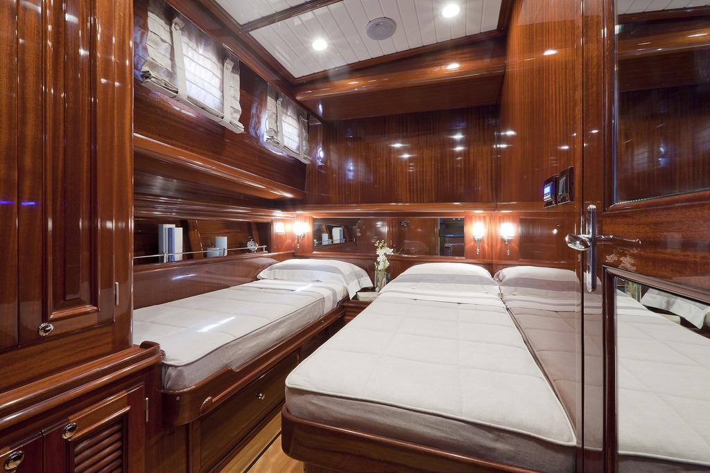 Vicem 64 Classic Flybridge - guest cabin