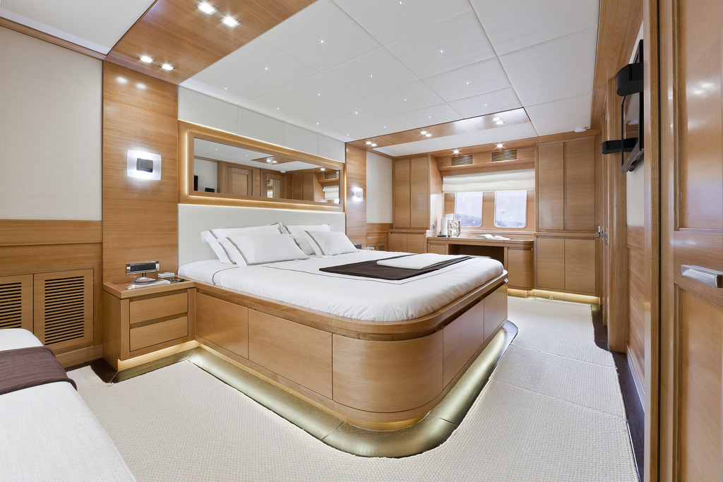 Vicem 82 Cruiser - master stateroom