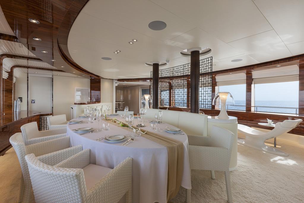 Vicem 151 Tri Deck - Dining Area
