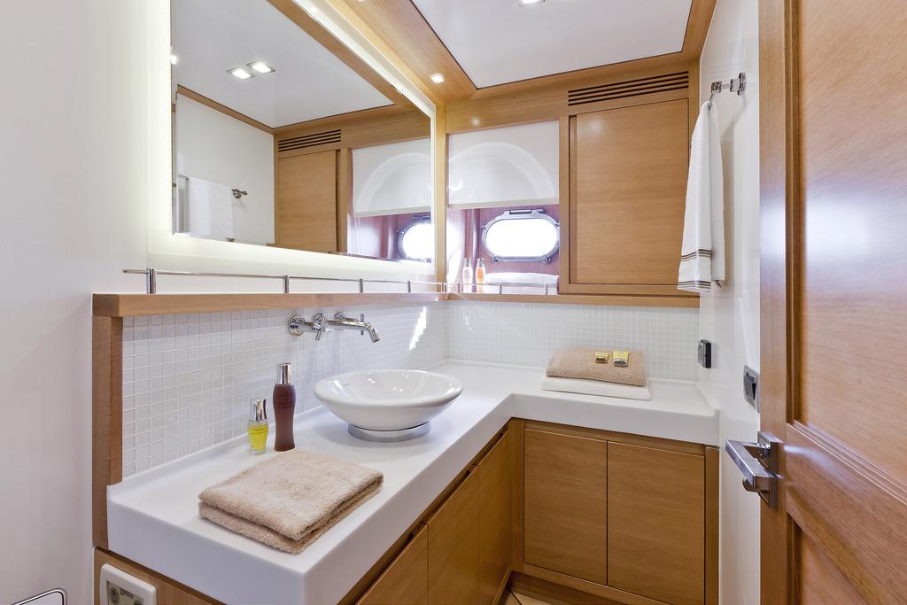 Vicem 82 Cruiser - ensuite bathroom