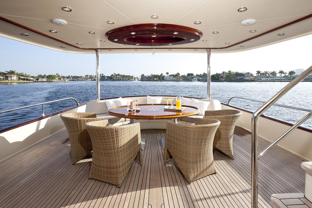 Vicem 96 Cruiser - back deck