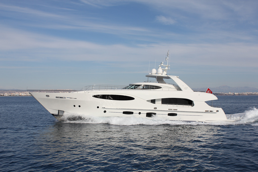 Vicem 110 raised pilothouse yacht for sale - Running