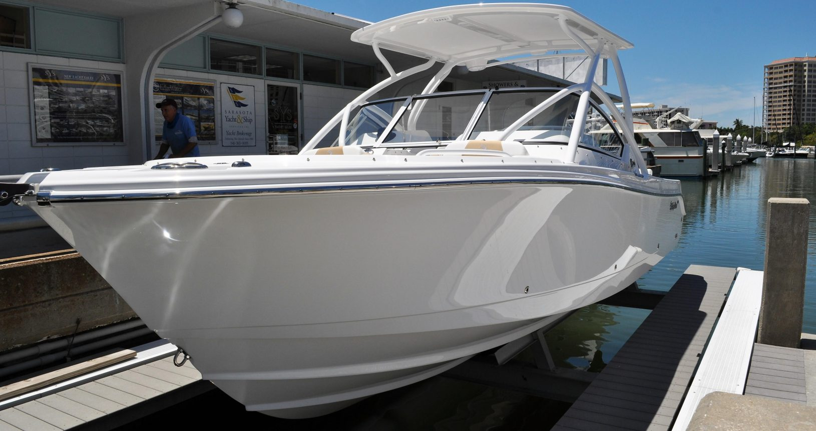 Edgewater 248CX for sale - docked