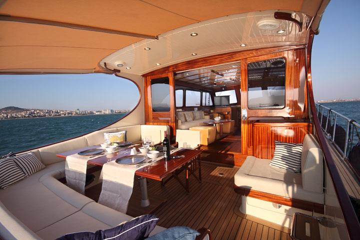 Vicem 71 Classic Flybridge - back deck