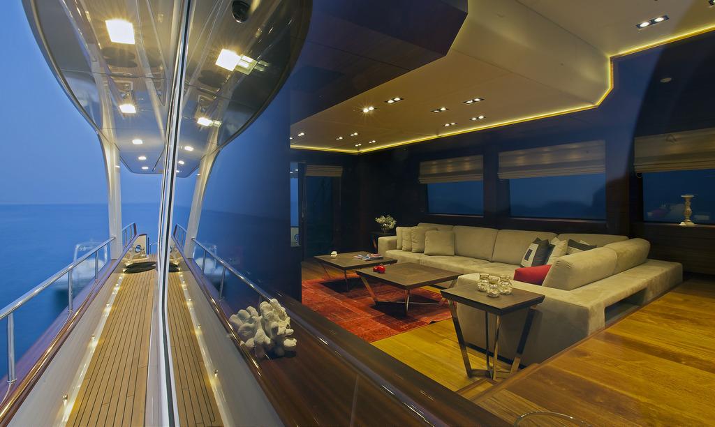 Vicem 107 Cruiser - Salon and side decks