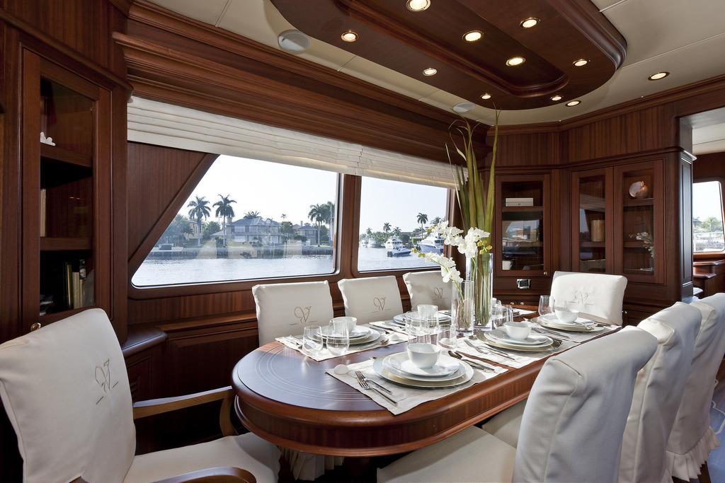 Vicem 96 Cruiser - Dining Area