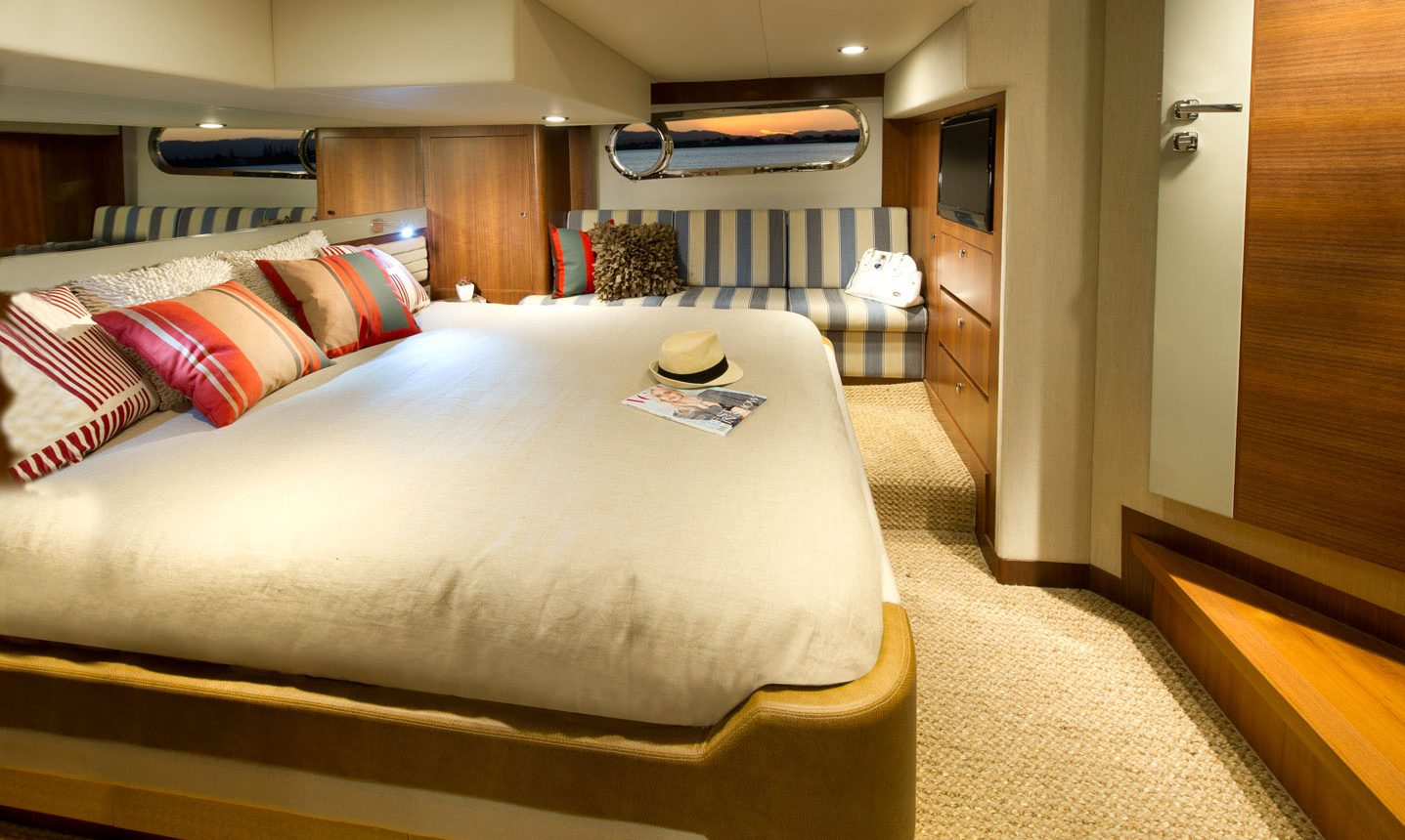 Belize 54 Daybridge for sale - master stateroom