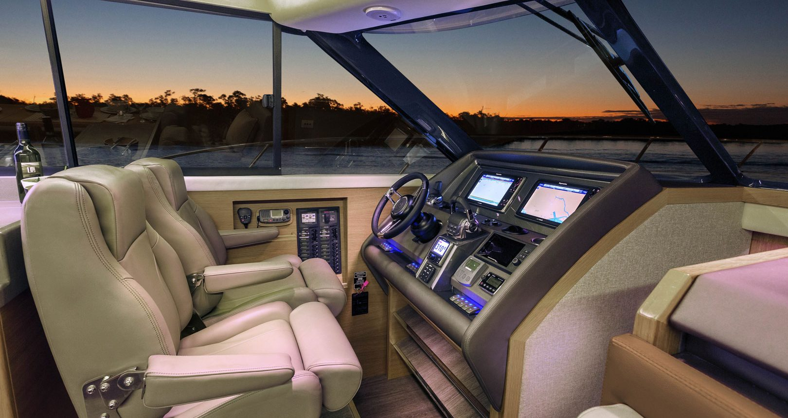 Riviera 445 SUV for sale - helm