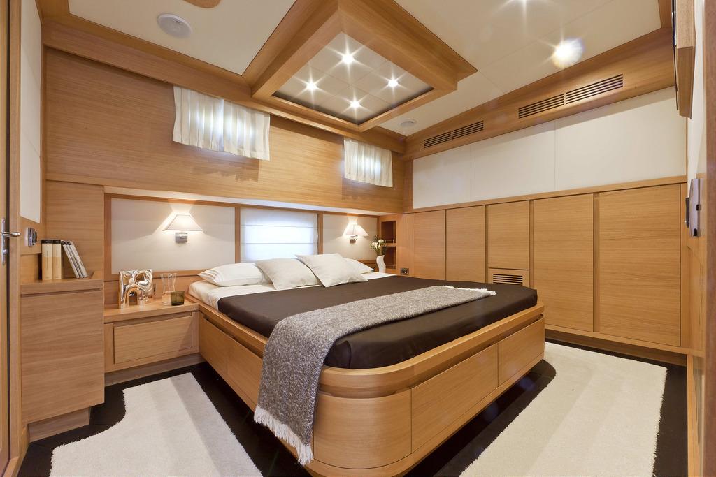 Vicem 80 Classic Flybridge - master stateroom