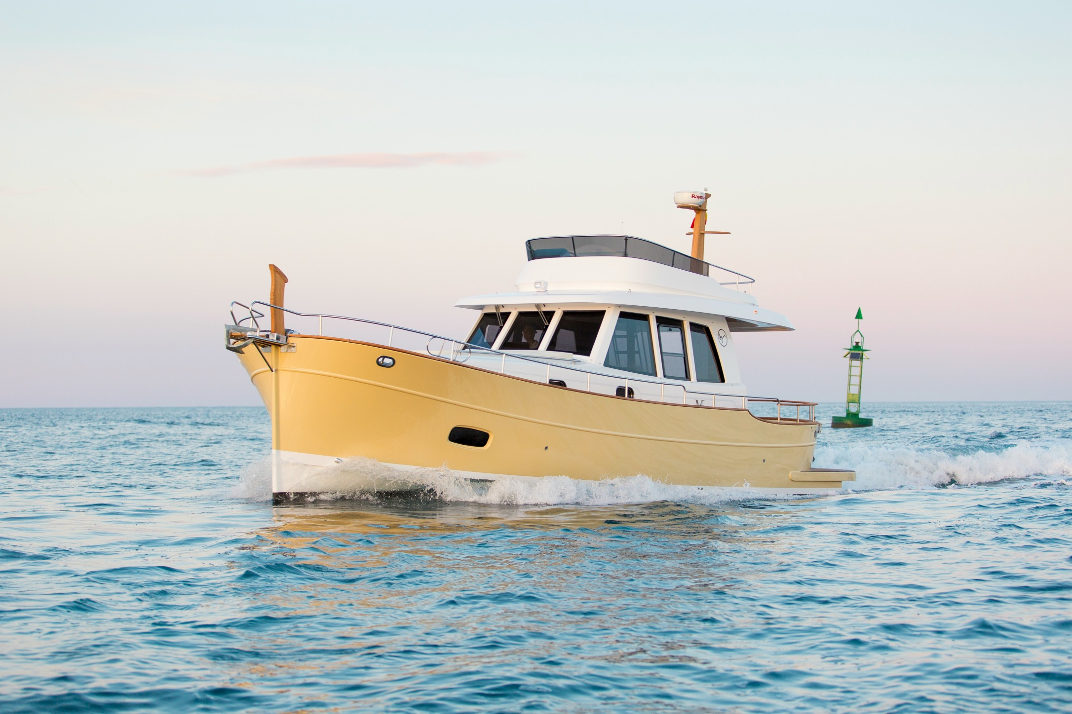 Minorca Islander 42 flybridge yacht for sale - Running
