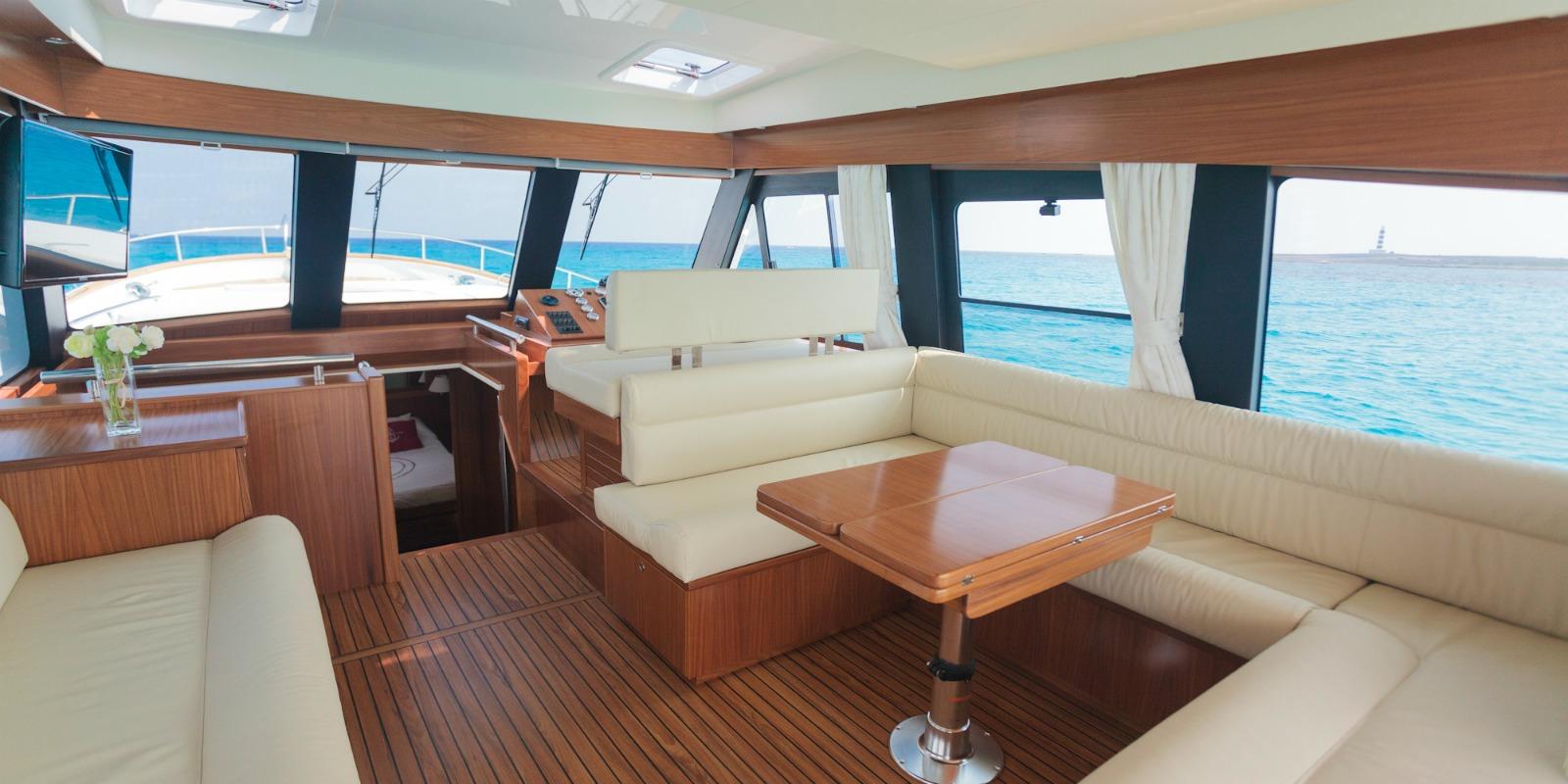 Minorca Islander 54 yacht for sale - salon