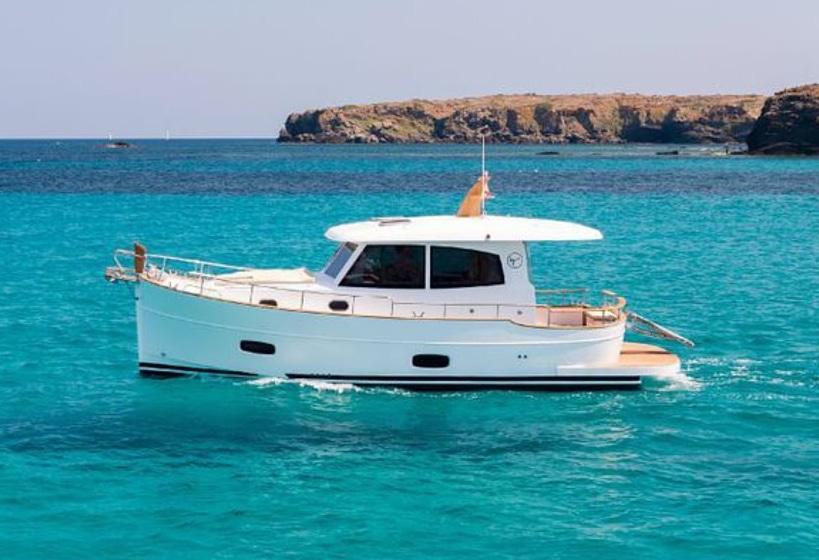 Minorca Islander 34 for sale - Profile