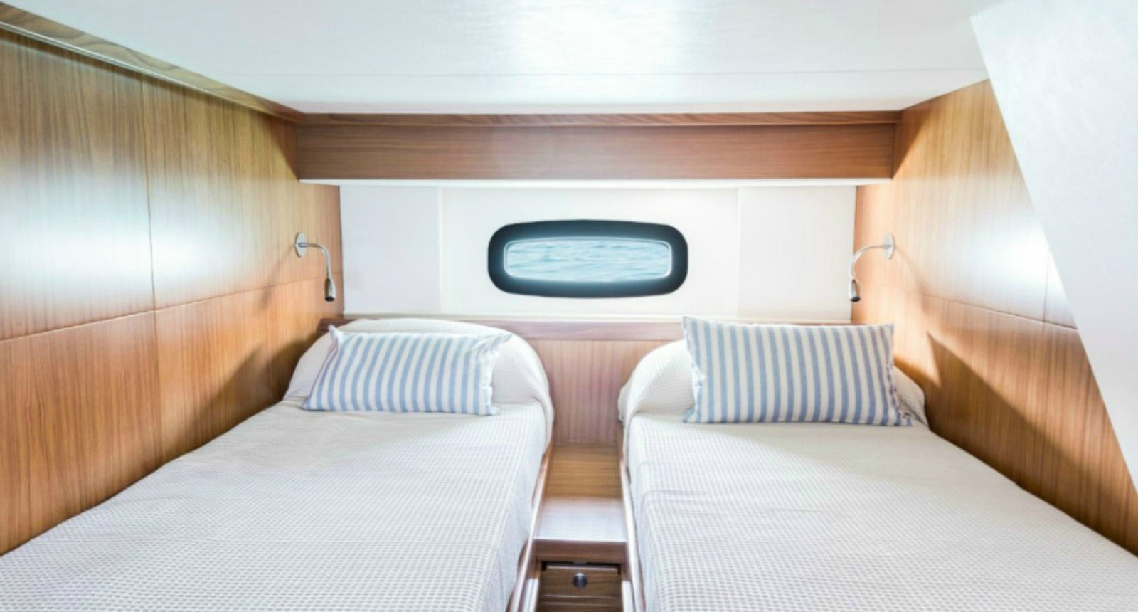 Minorca Islander 34 for sale - guest cabin