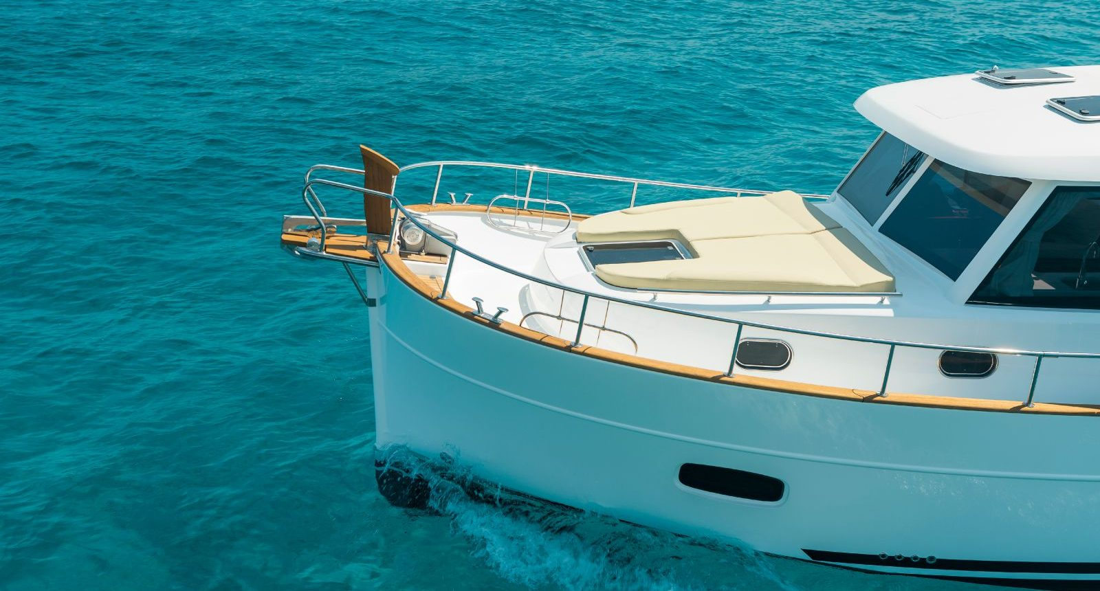 Minorca Islander 34 for sale - bow