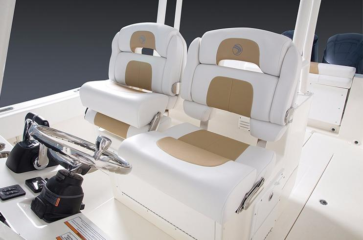Edgewater 280CC for sale - helm seating