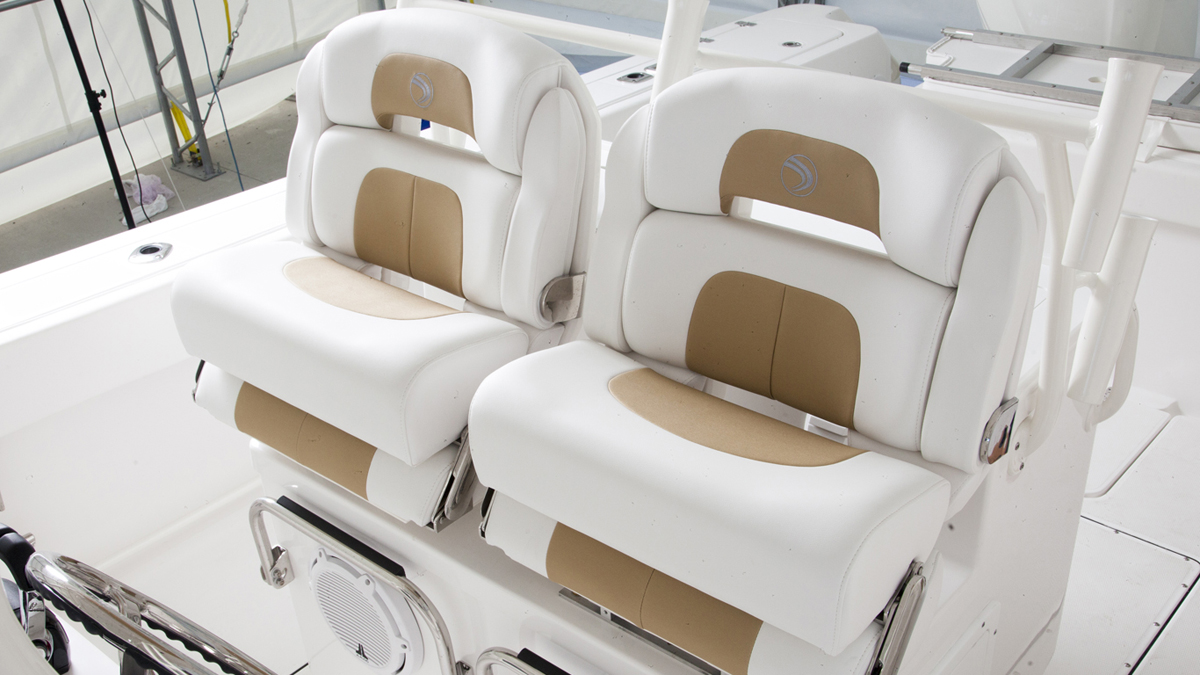 Edgewater 318CC for sale - helm seating