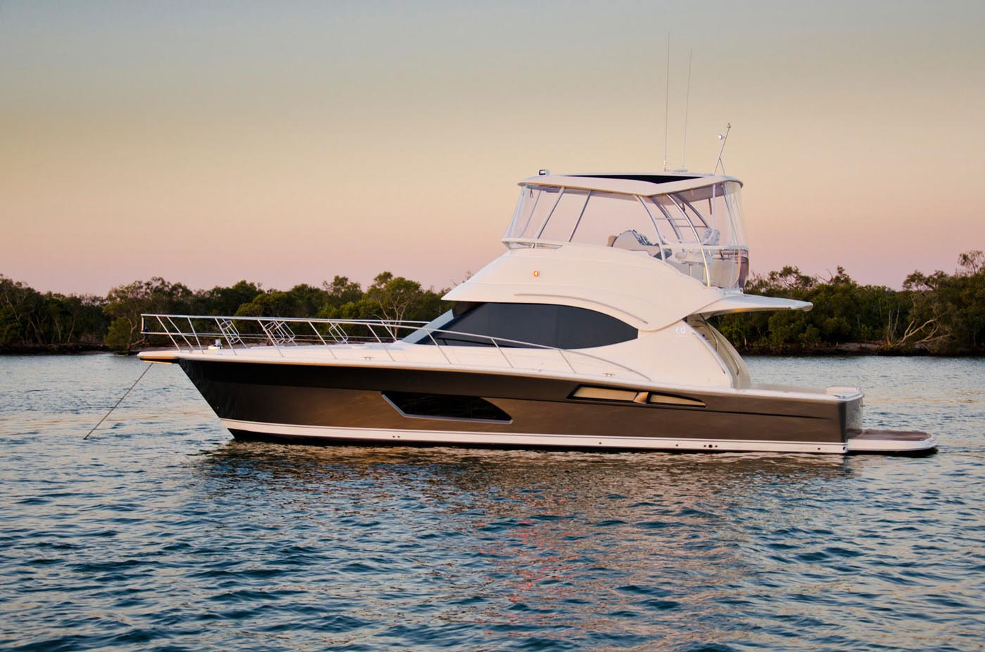 Riviera-42-Enclosed-Flybridge-yacht-for-sale