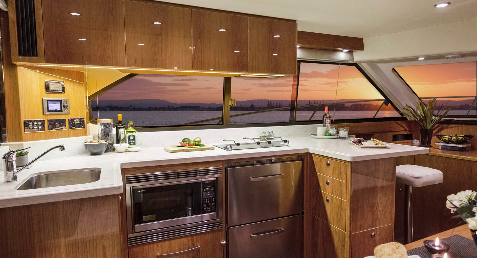 Riviera 43 Open Flybridge - galley