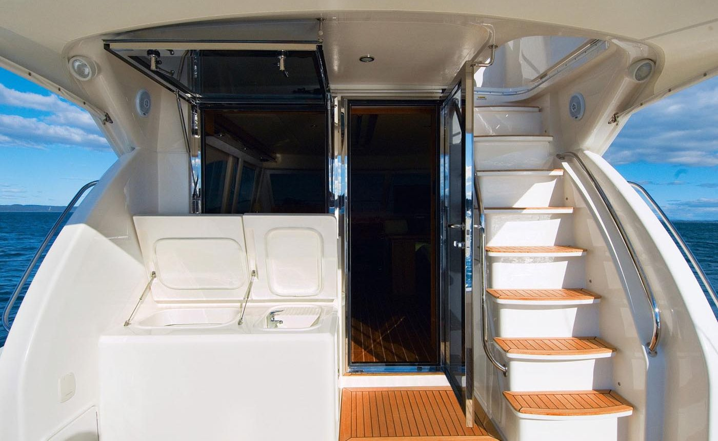 Riviera 45 Open Flybridge - Salon entry / Flybridge Stairs