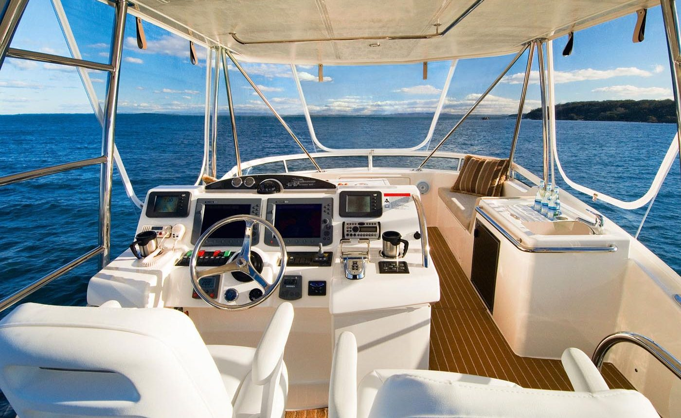 Riviera 45 Open Flybridge - Flybridge Helm