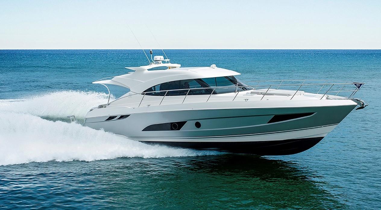 Riviera 4800 Sport Yacht - Running