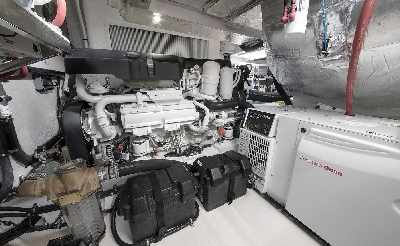 Riviera 4800 Sport Yacht -engine