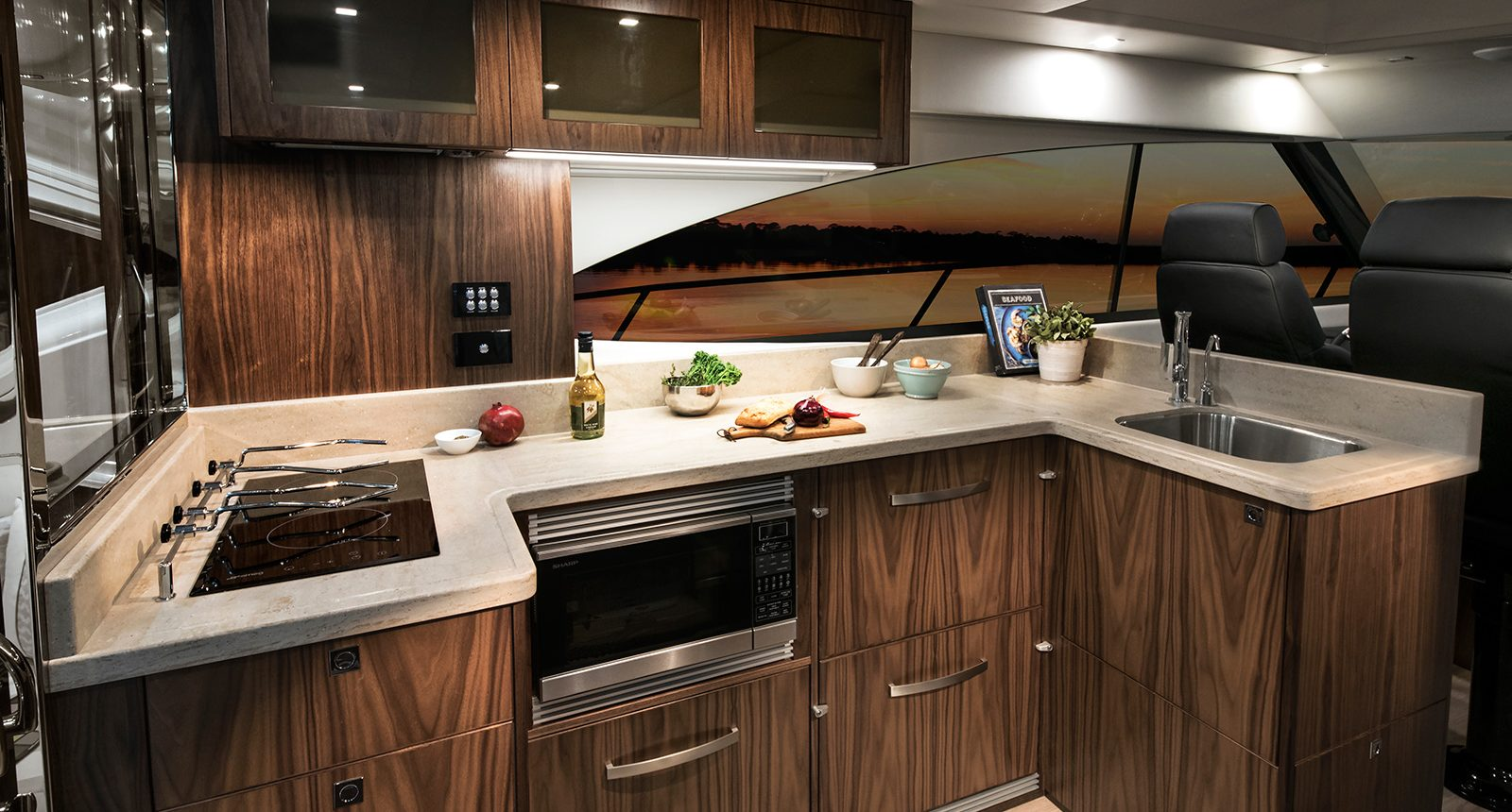 Riviera 4800 Sport Yacht -galley