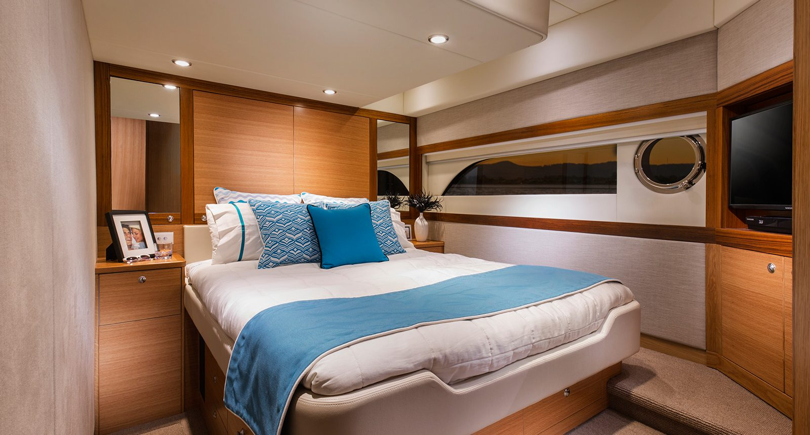 Riviera 52 enclosed flybridge for sale - master stateroom