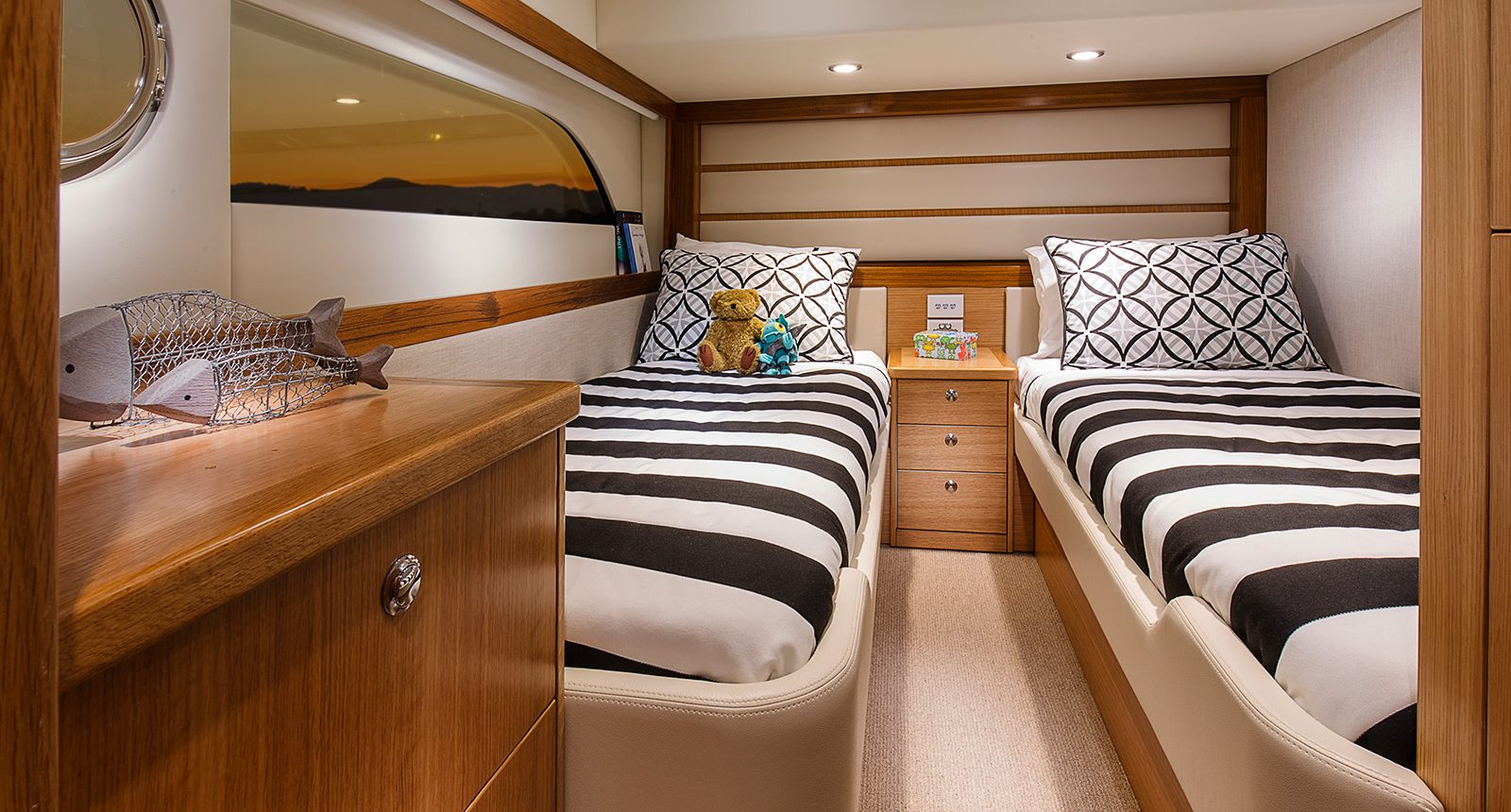 Riviera 52 enclosed flybridge for sale - guest cabin