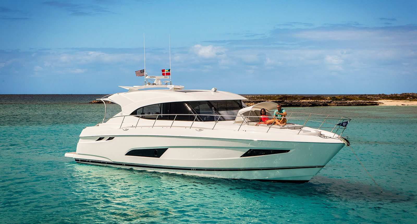 Riviera 5400 Sport Yacht - anchored