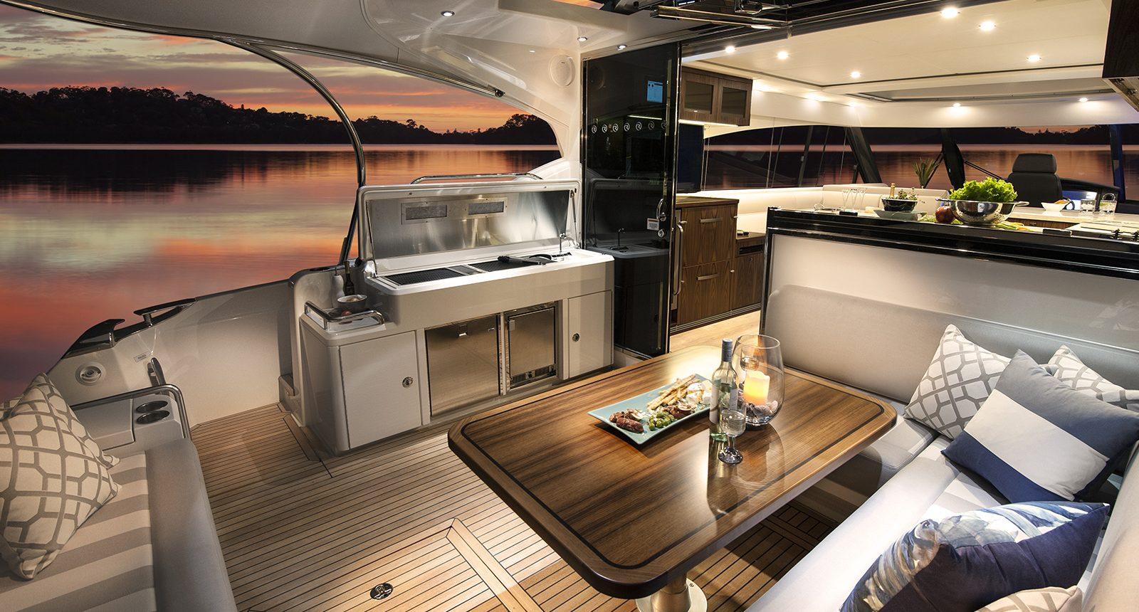 Riviera 5400 Sport Yacht - back deck