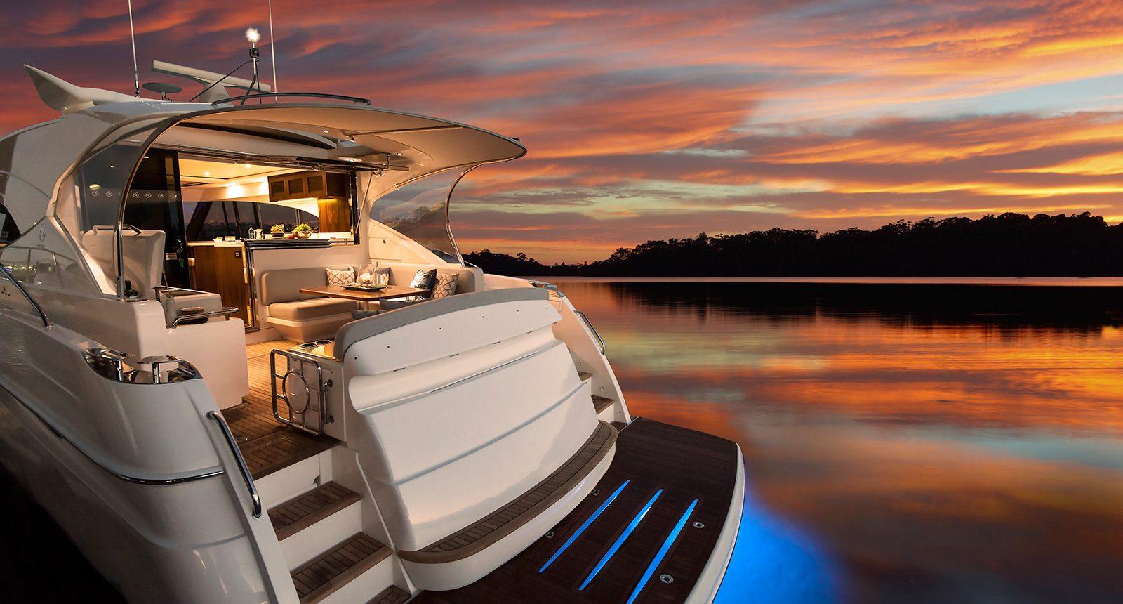 Riviera 5400 Sport Yacht - aft deck