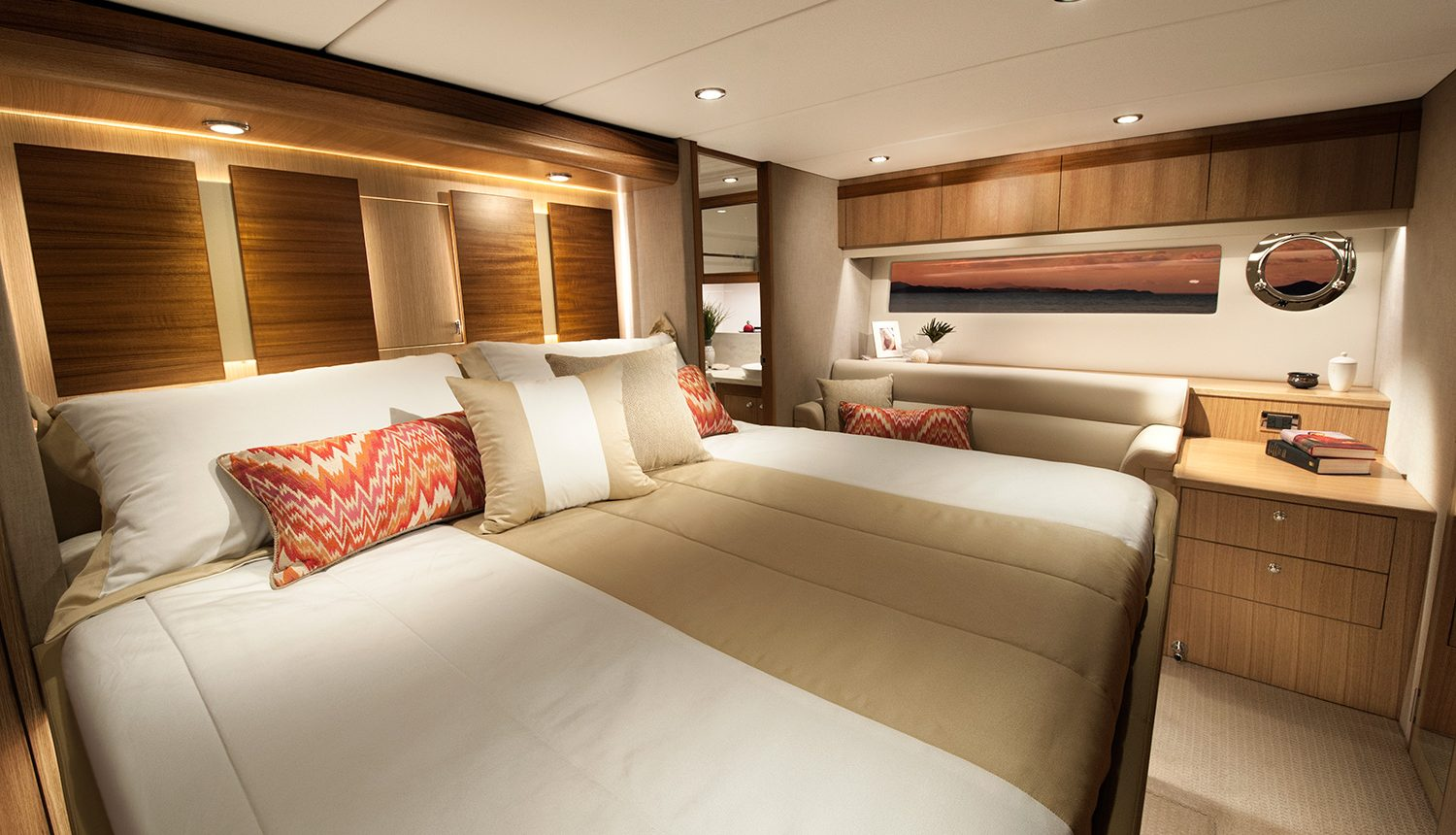 Riviera 57 Enclosed Flybridge - master stateroom