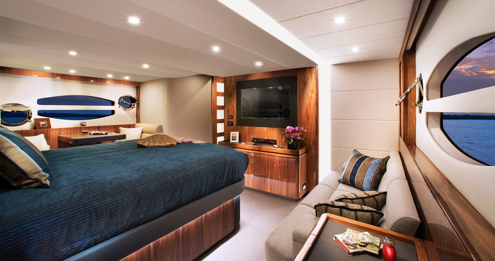 Riviera 6000 sports yacht for sale - Master stateroom