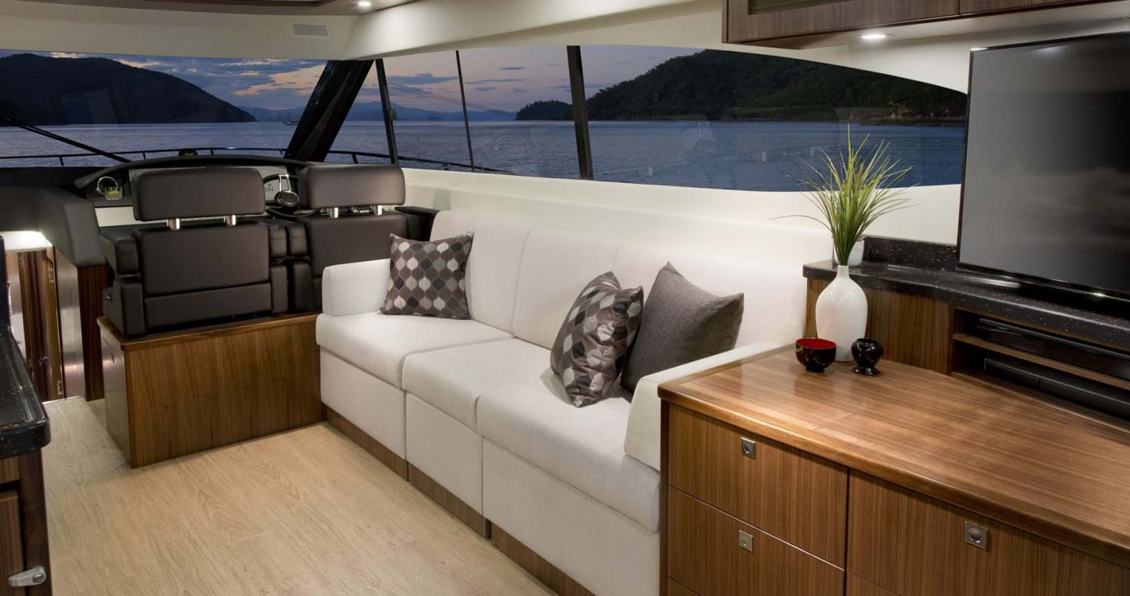 Riviera 6000 sports yacht - salon