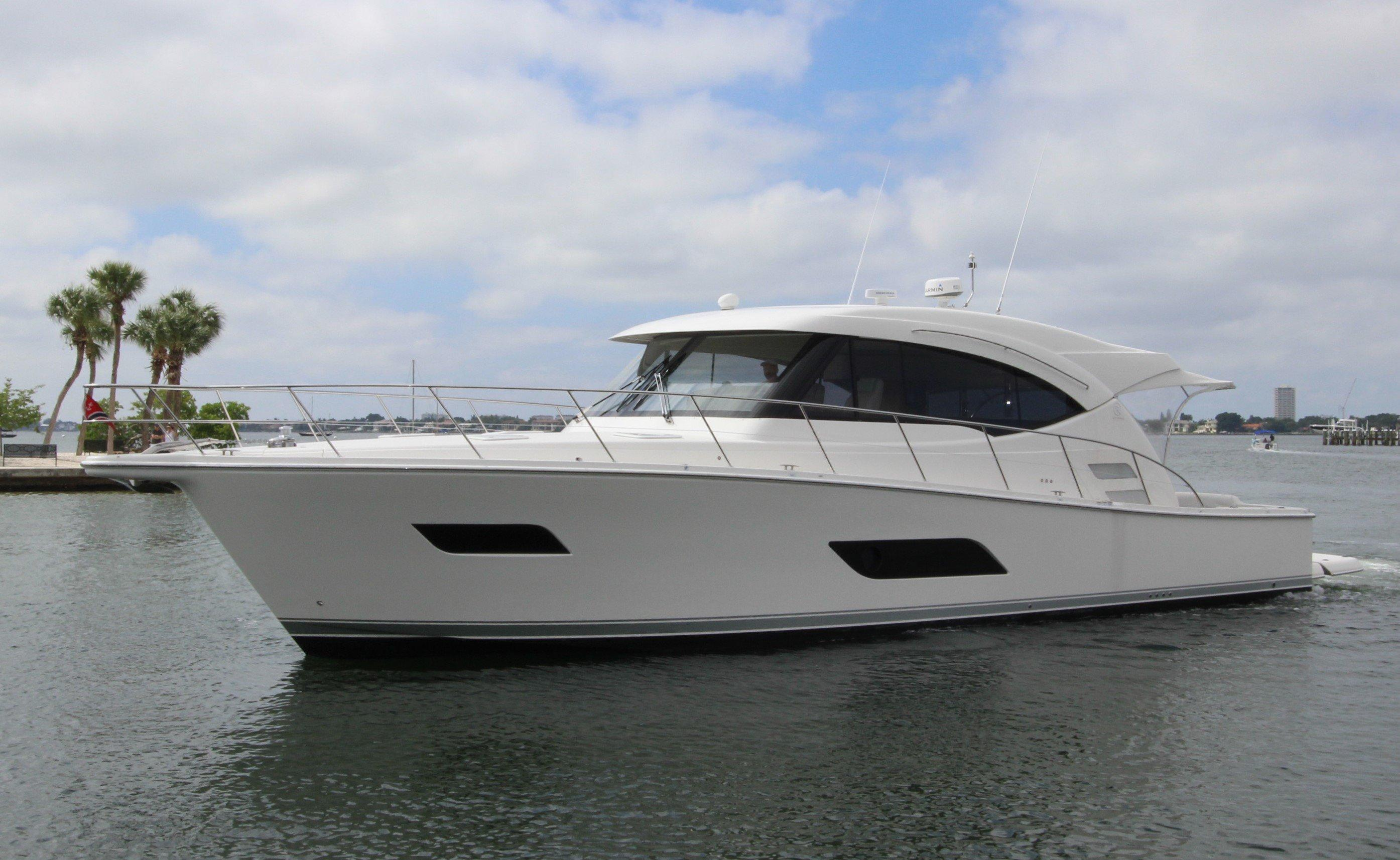 Riviera 525 SUV Yacht for Sale - Profile