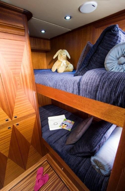 Vicem 63 Sportfish - guest cabin