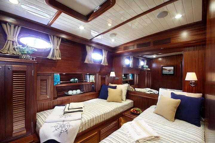 Vicem 71 Classic Flybridge - guest cabin