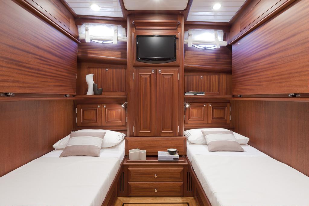 Vicem 77 Classic Flybridge - guest cabin