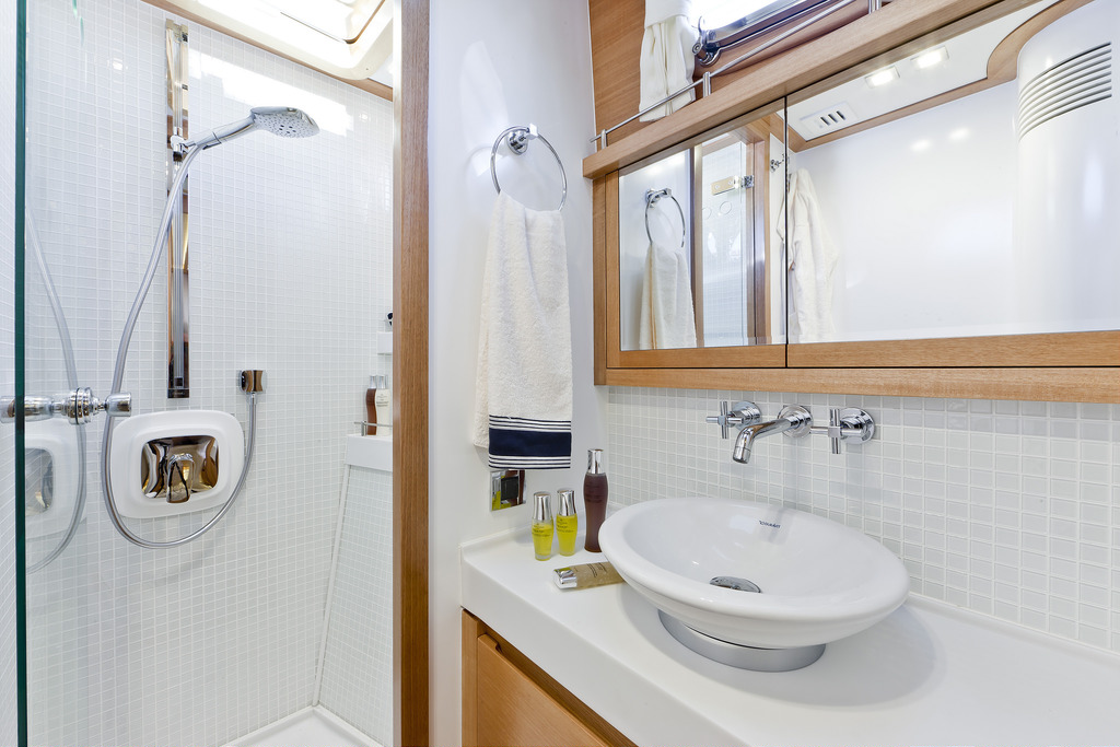 Vicem 82 Cruiser - ensuite bathroom