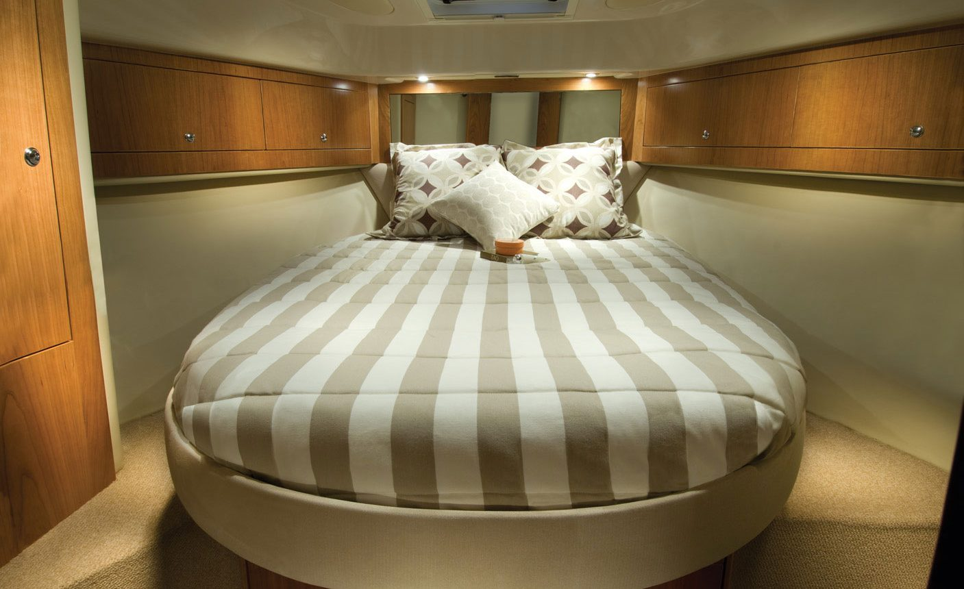 Riviera 3600 Sport Yacht for sale - Forward Cabin