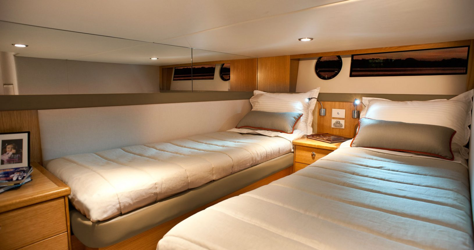 Riviera 445 SUV for sale - Guest Cabin